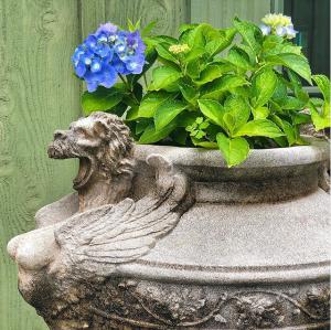 Venetian Lion Urn Vintage #longshadowplanters #longshadowvintage #gardendesign